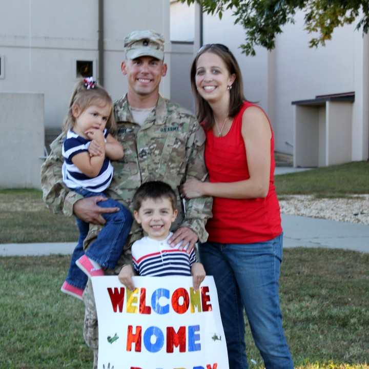 Mini Session Giveaway for the troops Entry 5 The Ashby Family